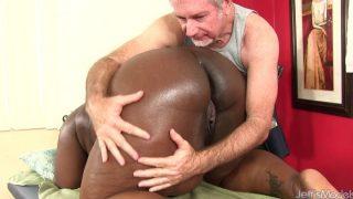 Big Bellied Black Girl Daphne Daniels Gets A Sex Massage