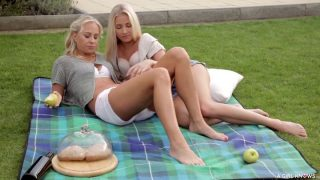 A Girl Knows – Czech Lesbians Cayla Lyons And Carla Cox Hav…