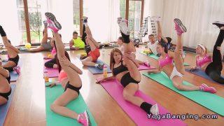 720p – Fitness Coach Fucks Busty Brunette After Class