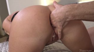 Cumshot – Gorgeous Blonde Milf Kinuski Opens Her Backdoor For A Big D…
